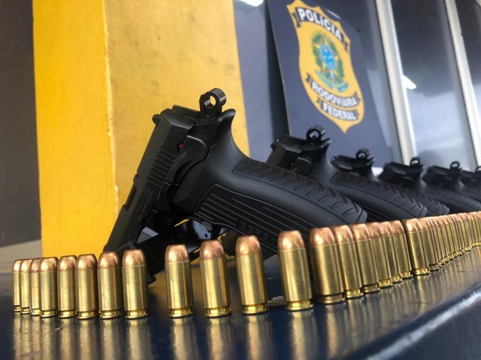 PRF apreendeu 65 armas de fogo e 5,9 mil projéteis no primeiro trimestre de 2019 — Foto: PRF/Divulgação