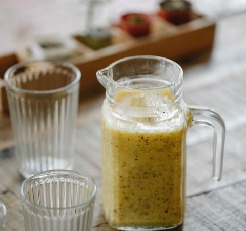 Receita: Suco de maracujá com gengibre e limão
