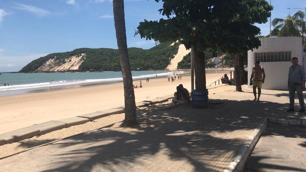 NATAL - Praia de Ponta Negra, em Natal, amanheceu com pouco movimento no domingo (22) — Foto: Douglas Lemos/Inter TV Cabugi