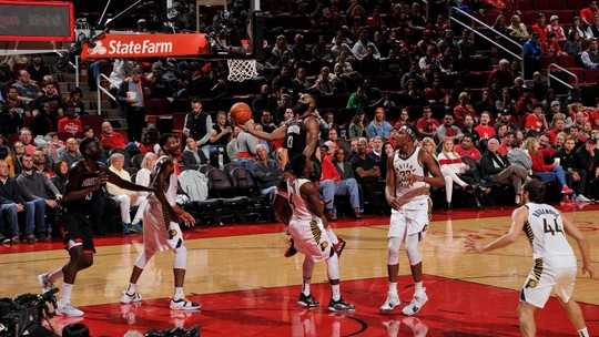 Com explosão de James Harden, Rockets superam os Pacers e vencem a primeira em casa