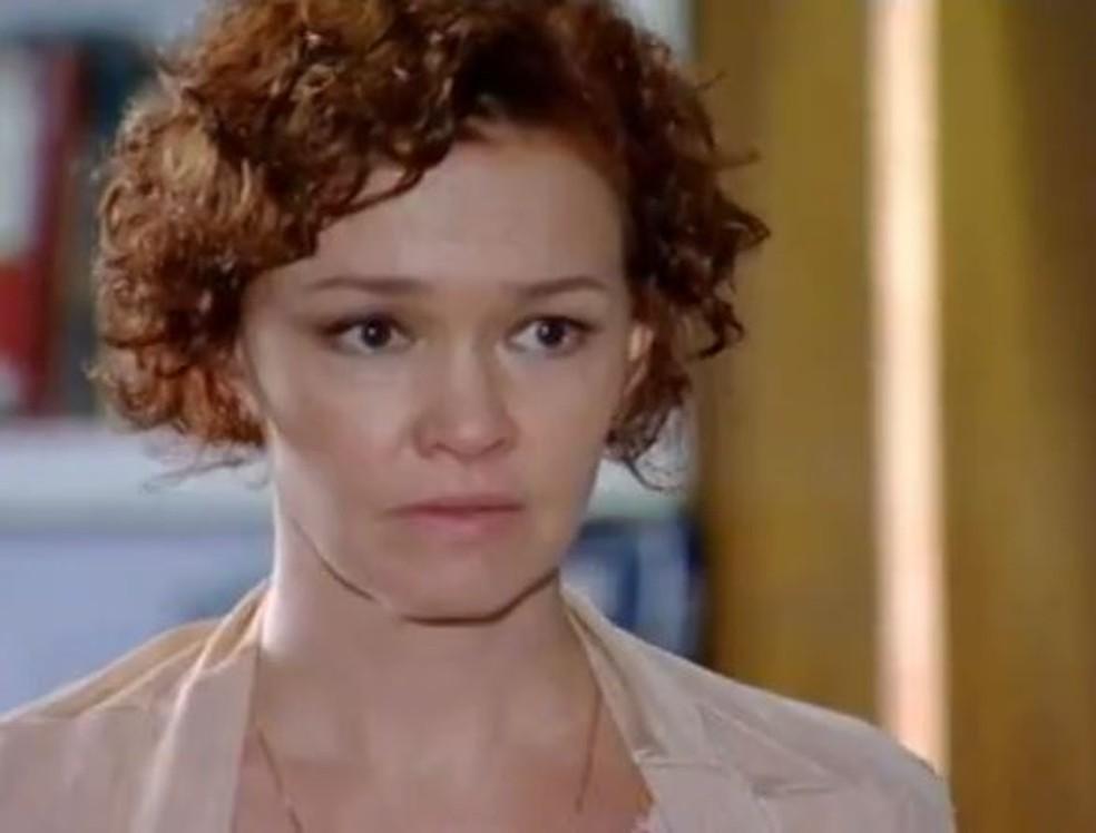 Esther fica sensibilizada com pedido de Bia em 'Fina Estampa' — Foto: Globo