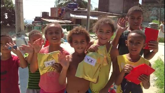 Voz das Comunidades distribui mais de 10 mil chocolates para crianças