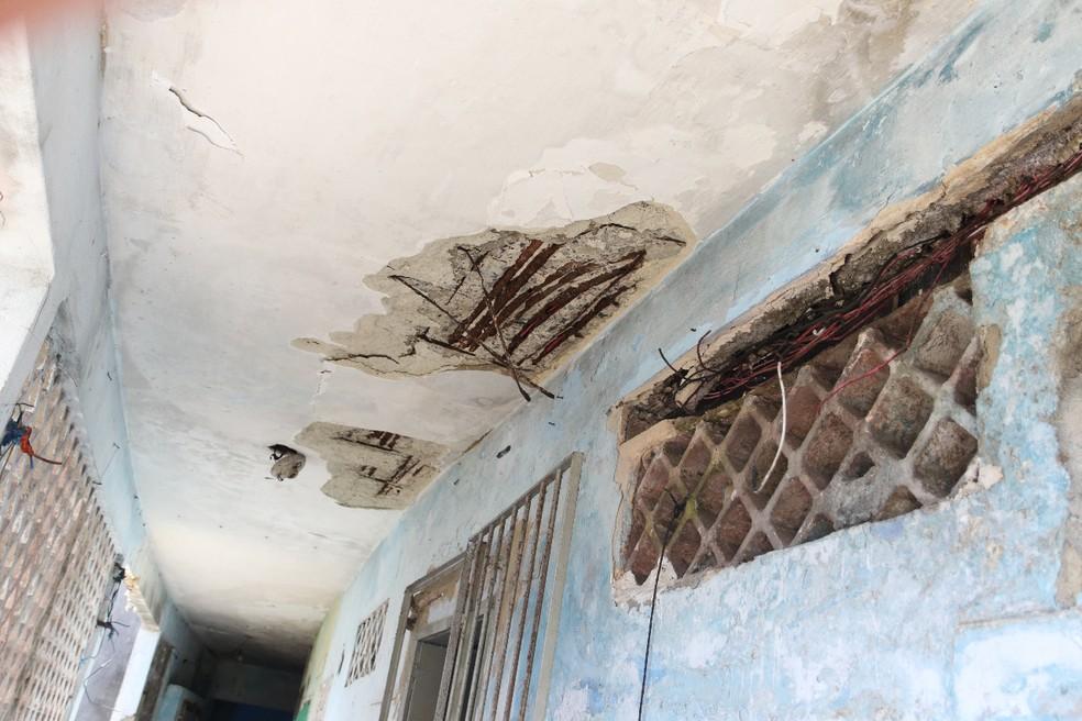 Problemas estruturais no Edifício Holiday provocaram a desocupação e interdição do prédio — Foto: Marlon Costa/Pernambuco Press