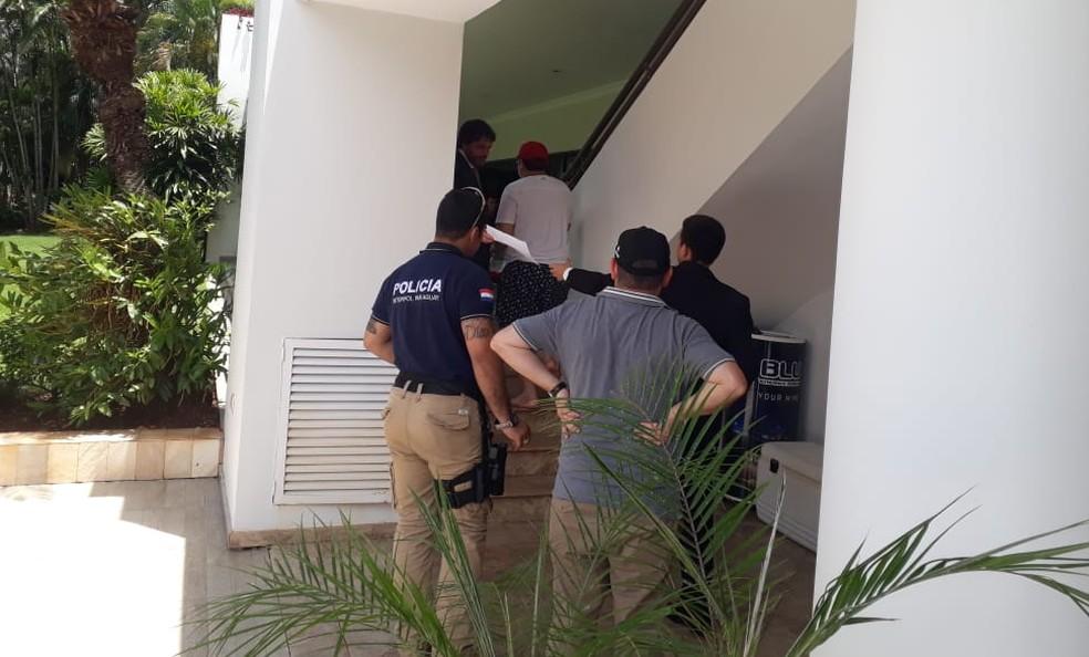 Secretaria Nacional de Inteligência do Paraguai divulgou imagens do momento em que cercava a casa de Bruno Farina, no Paraná Country Club. — Foto: Reprodução/Twitter/@sni_paraguay
