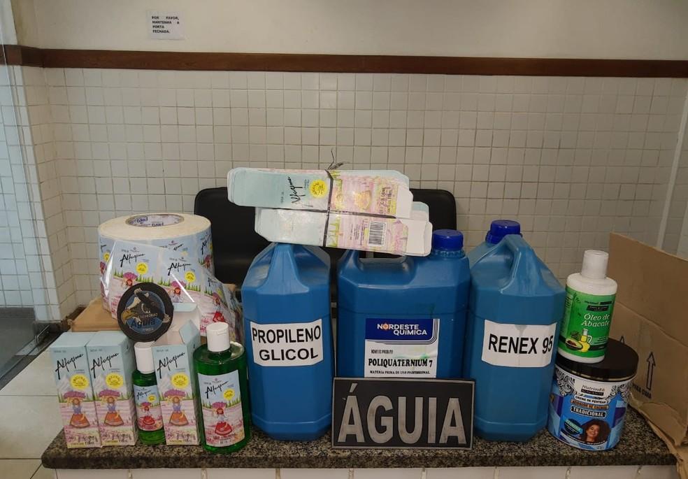 Polícia apreende produtos químicos em laboratório clandestino de cosméticos em Salvador — Foto: Secretaria de Segurança Pública/Divulgação