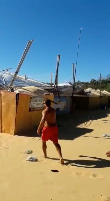 Vento forte derruba tendas na praia do Funil em Miracema do Tocantins; vídeo