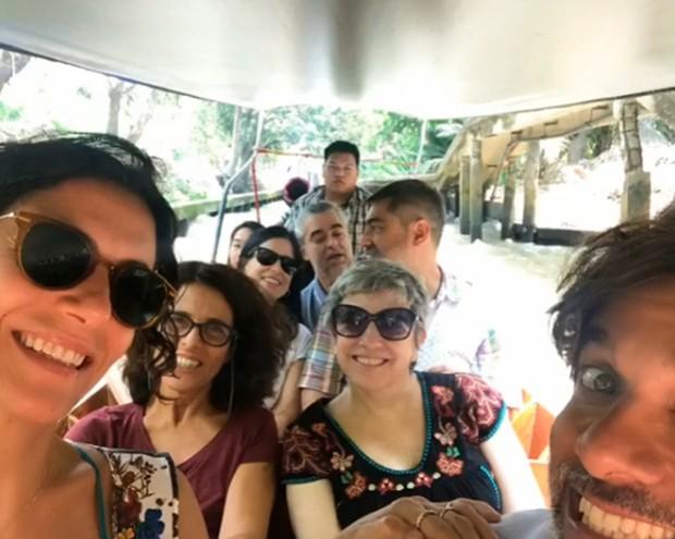 Zeca Camargo com amigos na Tailândia (Foto: Reprodução/Instagram)