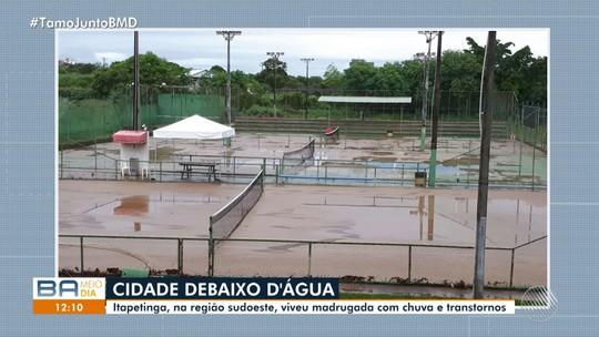 Chuva forte causa transtornos e alagamentos em Itapetinga, no sudoeste da Bahia; assista