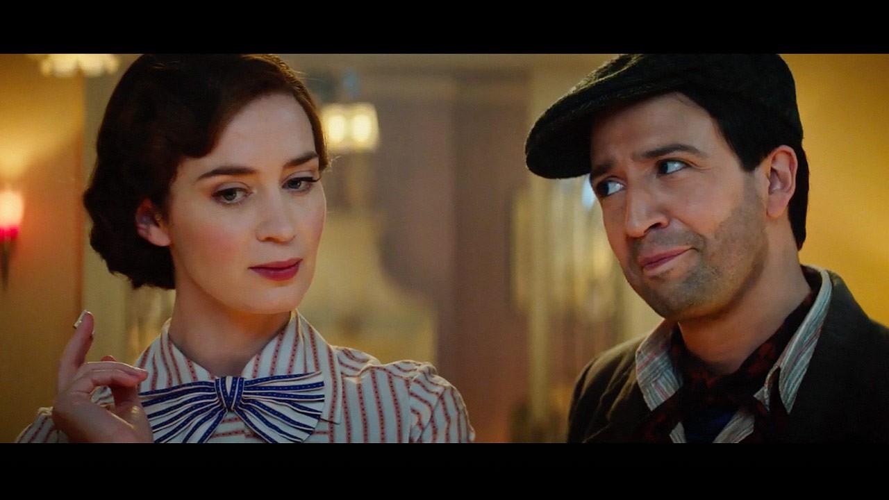 Lin-Manuel ao lado de Emily Blunt em O Retorno de Mary Poppins (Foto: Divulgação)