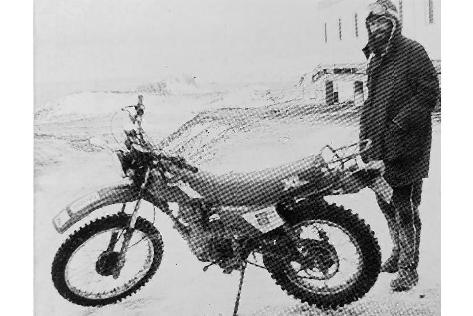 Honda XL 125 em uso na Antártida - poucas adaptações na moto (Foto: MIAU/Divulgação)
