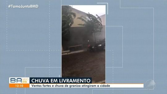 Chuva acompanhada de ventos fortes causa prejuízos em Livramento de Nossa Senhora, na Bahia: 'Ninguém esperava'