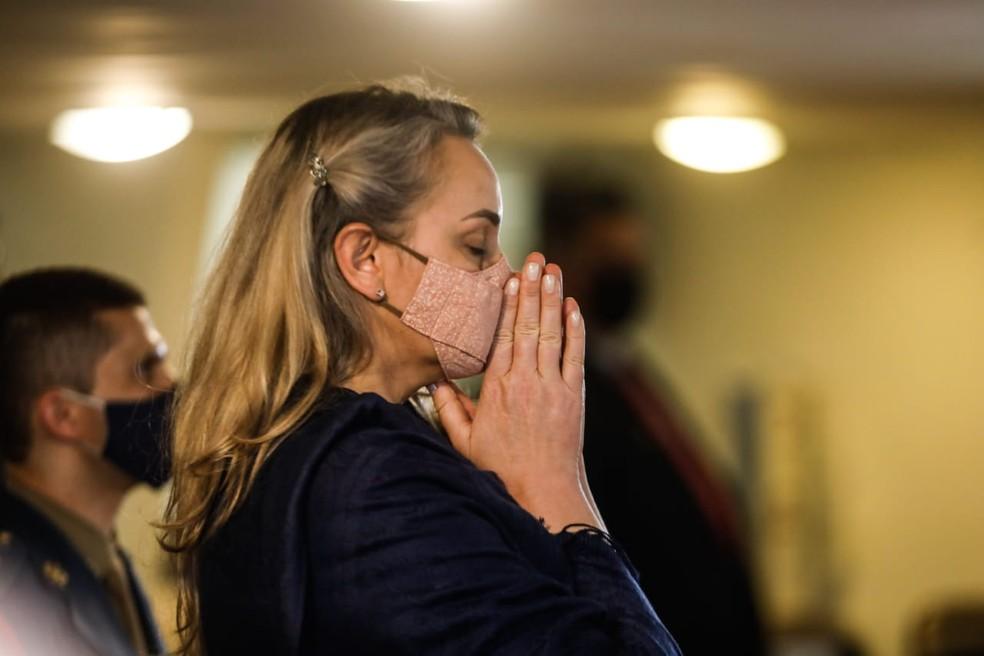 Reação de Daniela Reinehr após o voto do desembargador Ricardo Roesler pela rejeição da denúncia contra ela — Foto: Diorgenes Pandini/NSC