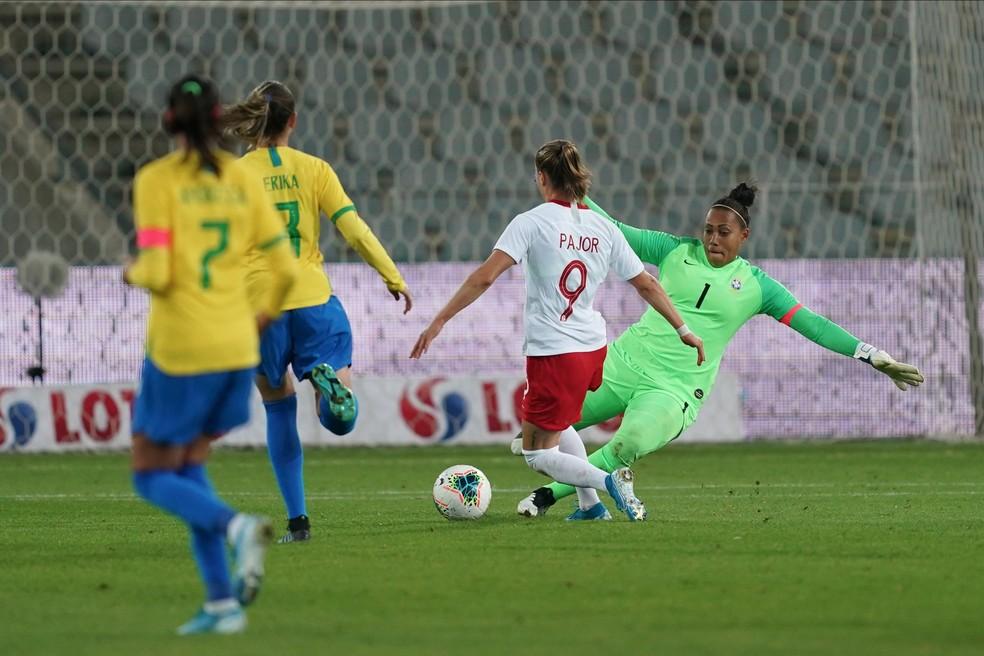 A goleira Bárbara é o destaque da equipe catarinense — Foto: Daniela Porcelli / CBF