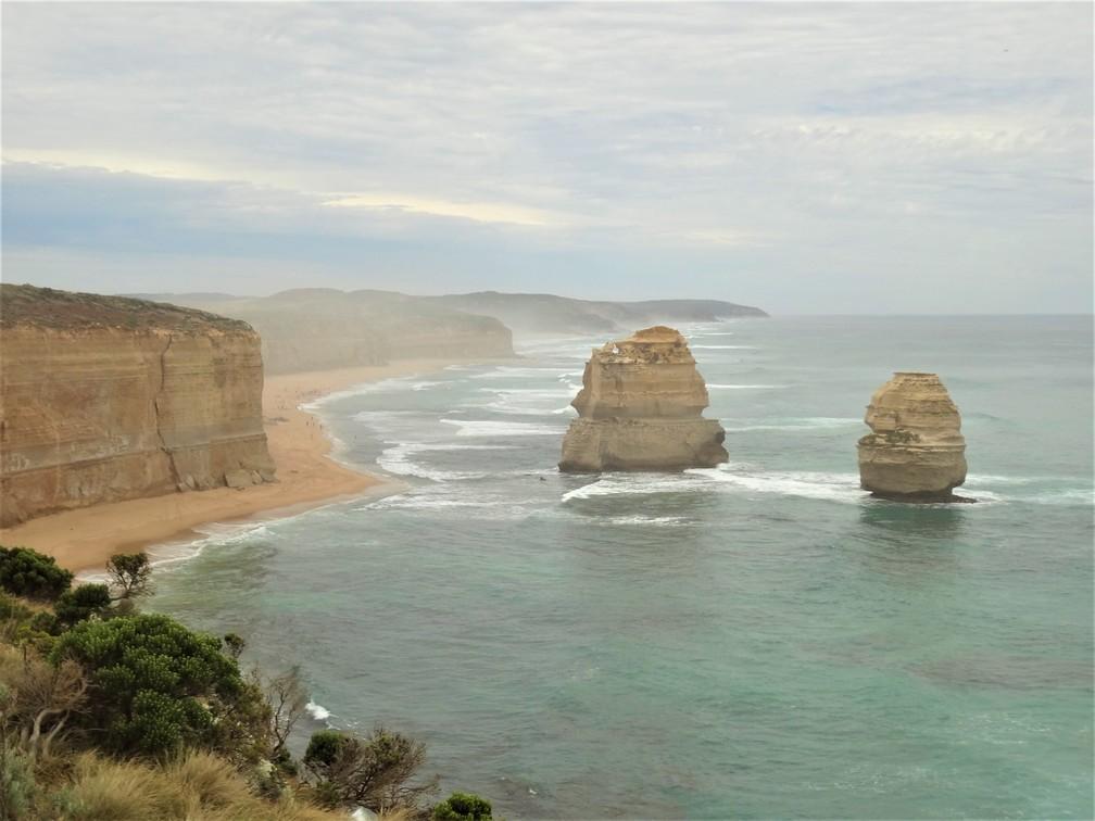 Falésias calcárias de 45 metros de altura se encontram dentro do mar (Foto: Ananda Porto/TG)