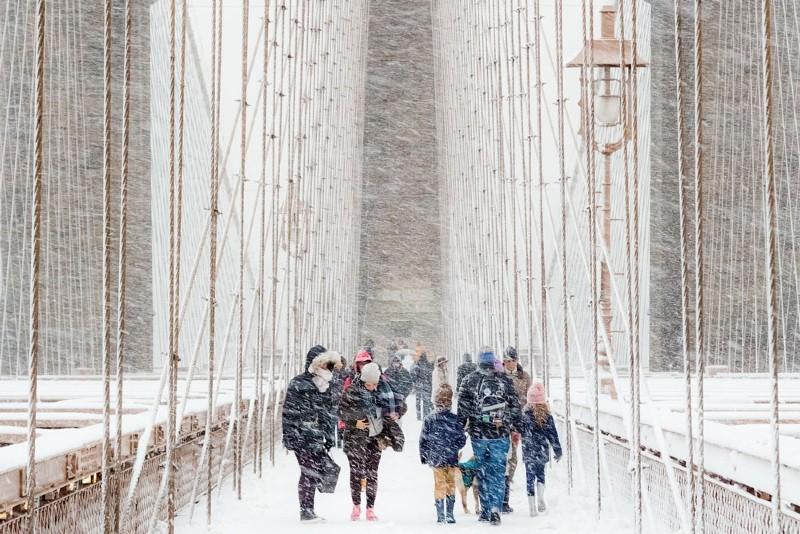 Nevasca atinge pessoas na cidade de Nova Iorque  (Foto: Rudolf Sulgan / RMets)