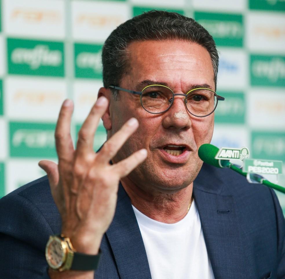 Vanderlei Luxemburgo, novo técnico do Palmeiras, durante sua apresentação — Foto: Tiago Queiroz/Estadão Conteúdo