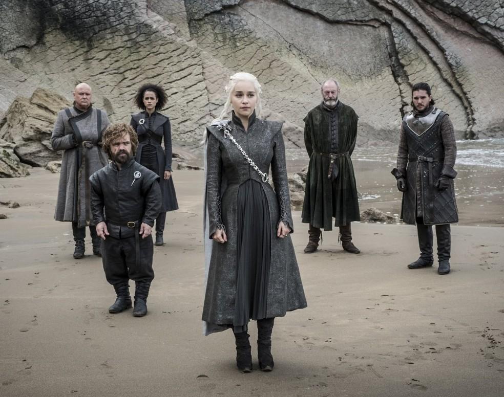 Conleth Hill, Peter Dinklage, Nathalie Emmanuel, Emilia Clarke, Liam Cunningham e Kit Harington em cena do quarto episódio da sétima temporada de 'Game of thrones' (Foto: Divulgação/HBO)