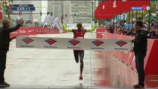 Sir Mo Farah vence Maratona de Chicago e bate recorde europeu
