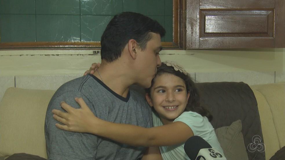 Pai doou rim para filha com doença rara (Foto: Reprodução/Rede Amazônica Acre)
