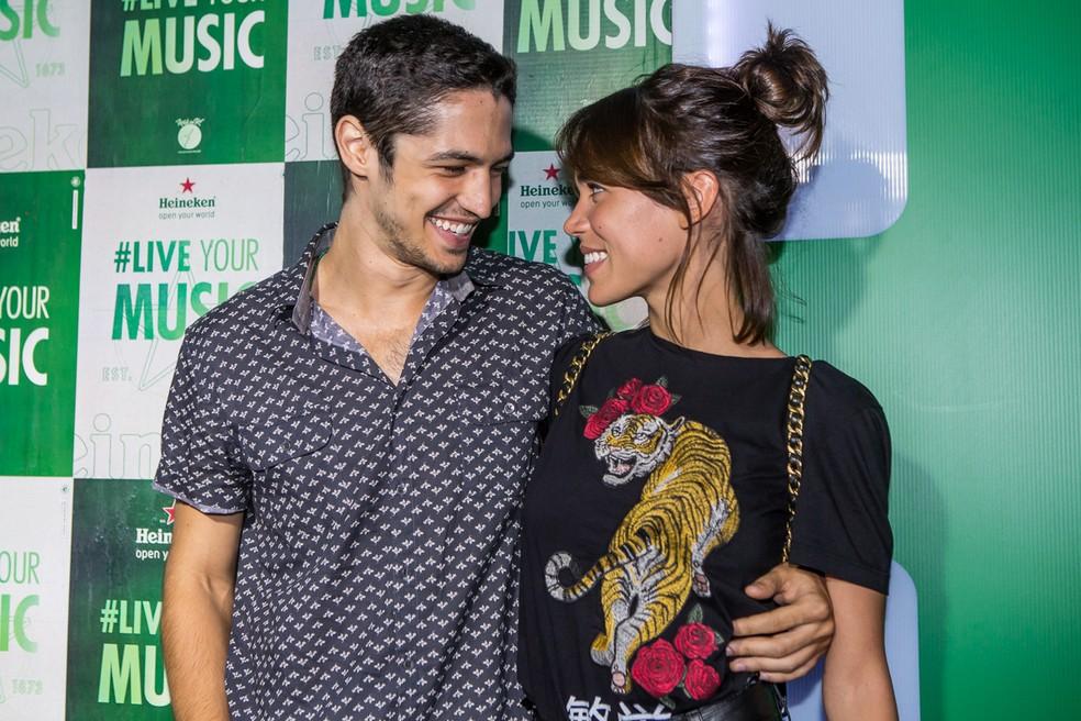 Gabriel Leone e Carla Salle no Rock in Rio (Foto: Artur Meninea/Gshow)