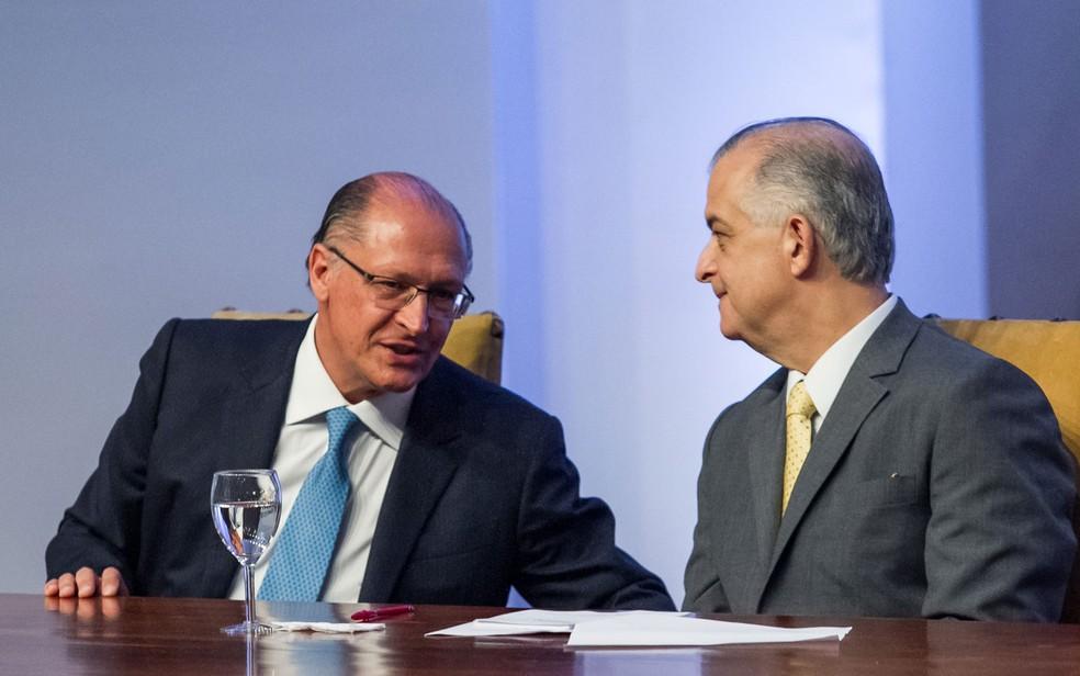 Geraldo Alckmin e Márcio França em cerimônia de transmissão do cargo de governador de São Paulo (Foto: Marivaldo Oliveira/Código19/Estadão Conteúdo)