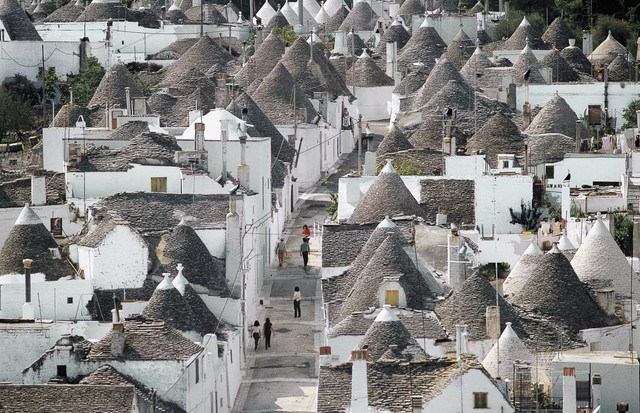 ITALY - MARCH 29: Trulli (small round houses of stone with a conical roof) in Alberobello (UNESCO World Heritage List, 1996), Apulia, Italy. (Photo by DeAgostini/Getty Images) (Foto: De Agostini via Getty Images)
