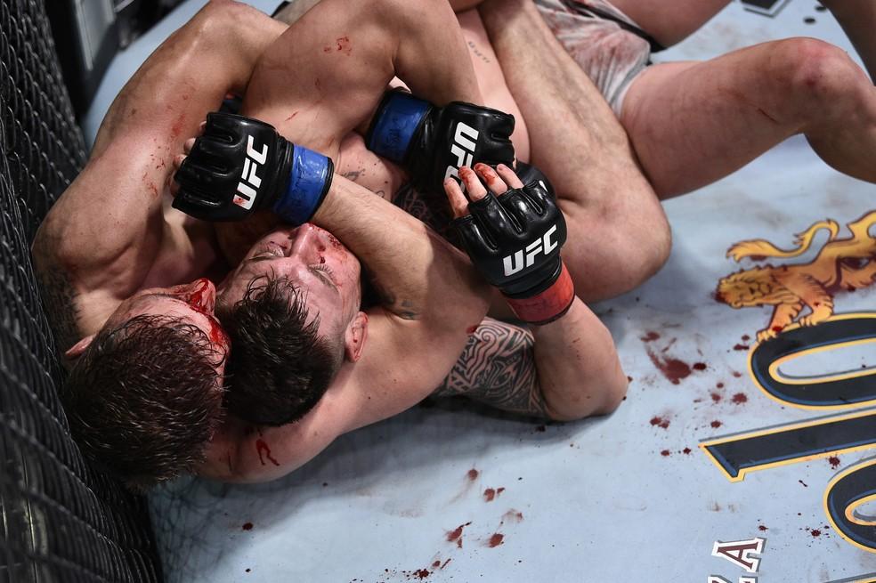 Kyle Daukaus e Brendan Allen fizeram uma luta muito disputada no UFC: Poirier x Hooker — Foto: Getty Images