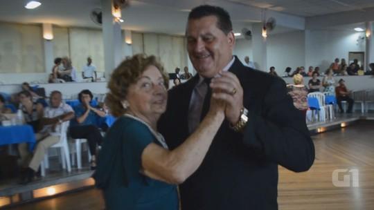 Grupo de idosas realiza sonho e ganha festa de debutante em Americana
