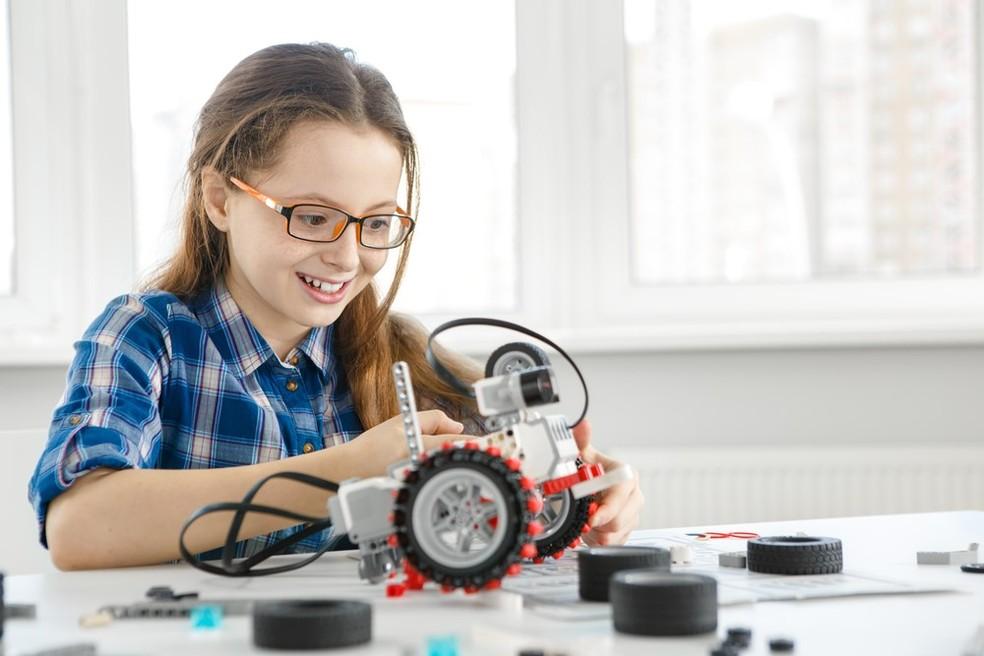 Atividades como robótica costumam ser relacionadas à inteligência — Foto: Shutterstock