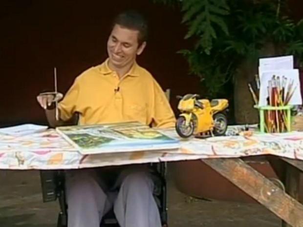 Leandro Camargo de Oliveira precisou superar as dificuldades depois do acidente que o deixou tetraplégico (Foto: Reprodução/TV TEM)