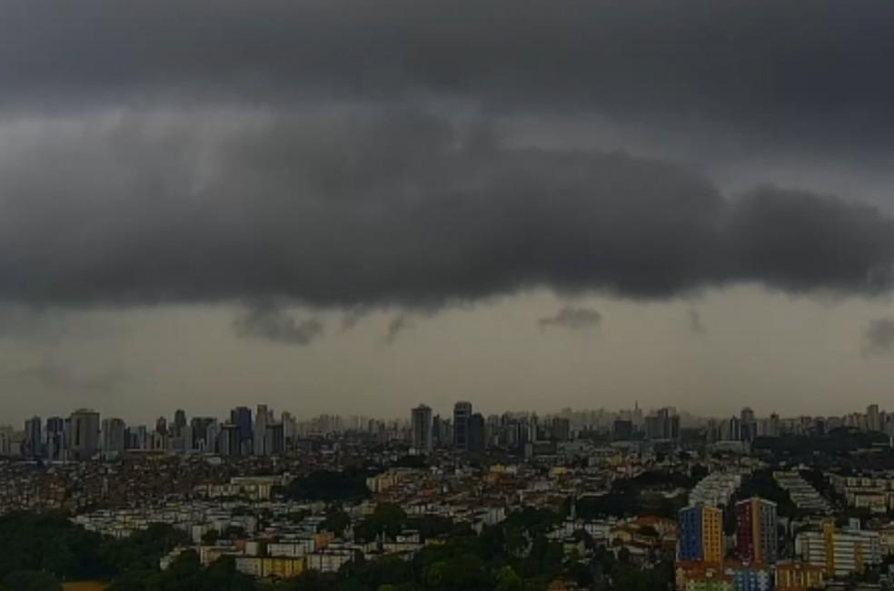 Tempo nublado em Salvador — Foto: Reprodução/TV Bahia