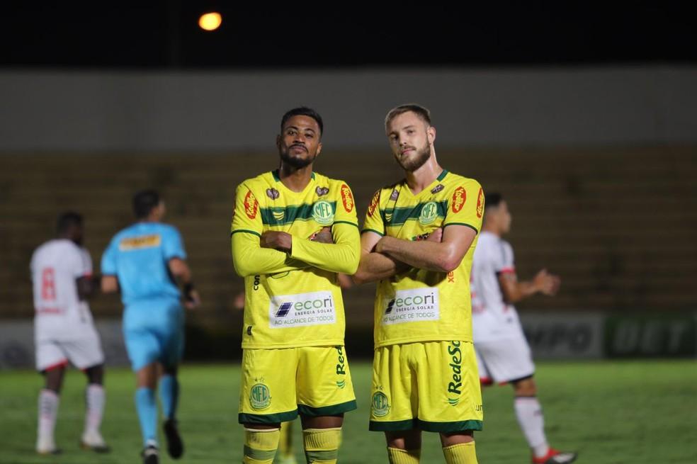 Diego Gonçalves (à esquerda) comemora um dos gols do Mirassol no Campeonato Paulista — Foto: Marcos Freitas/Mirassol FC