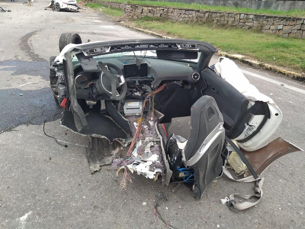 Veículo em que estava Roberto Angeloni ficou destruído após batida em SC   Foto: Divulgação/PRF-SC