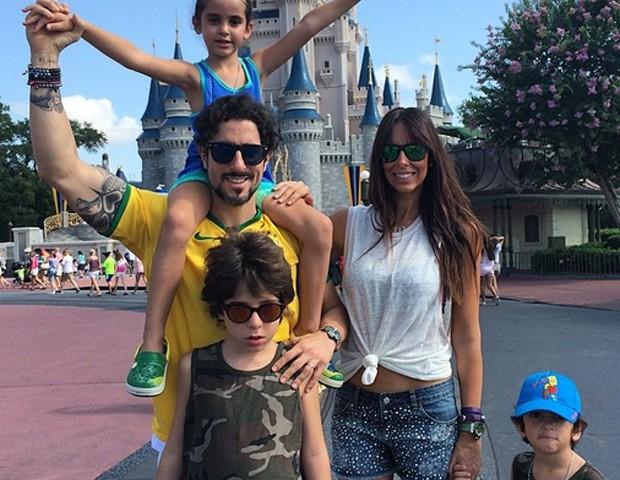 Marcos Mion com a família (Foto: Reprodução / Instagram)