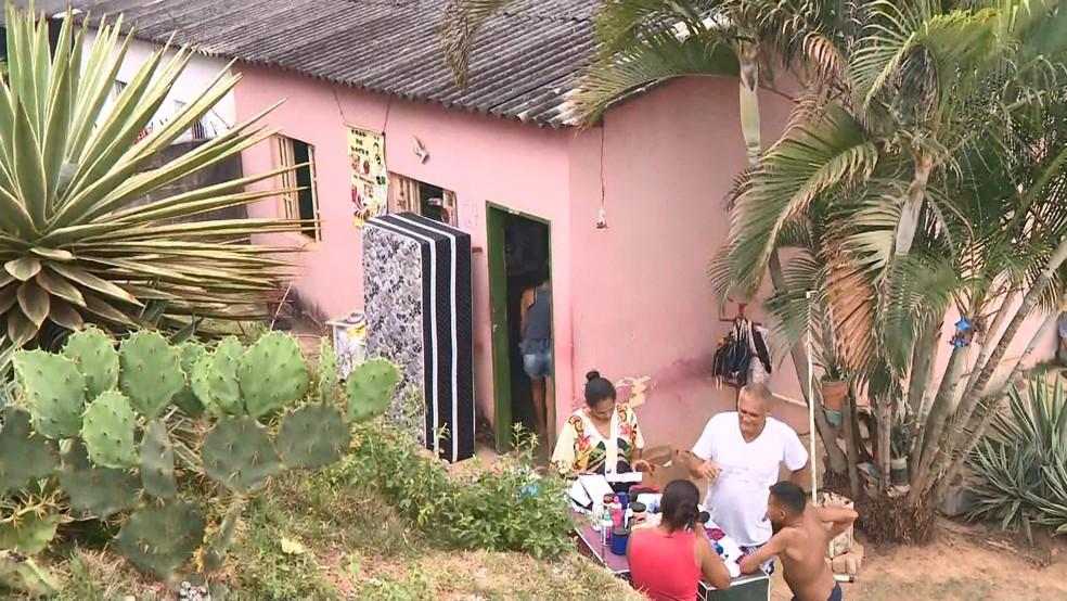 Corpo das duas mulheres foi encontrado dentro da casa onde mãe de suspeito trabalhava, no ES  — Foto: Reprodução/ TV Gazeta