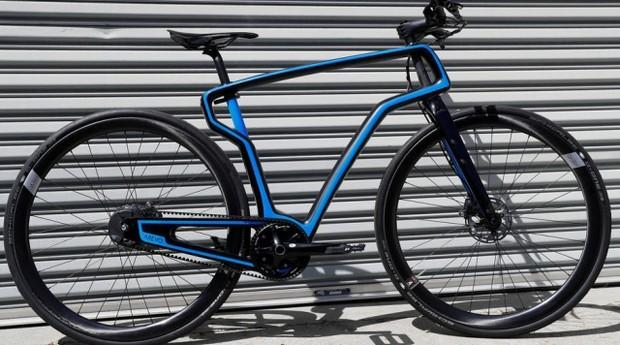 Bicicleta de fibra de carbono da Arevo fabricada por impressora 3D  (Foto: Reprodução/Estadão)