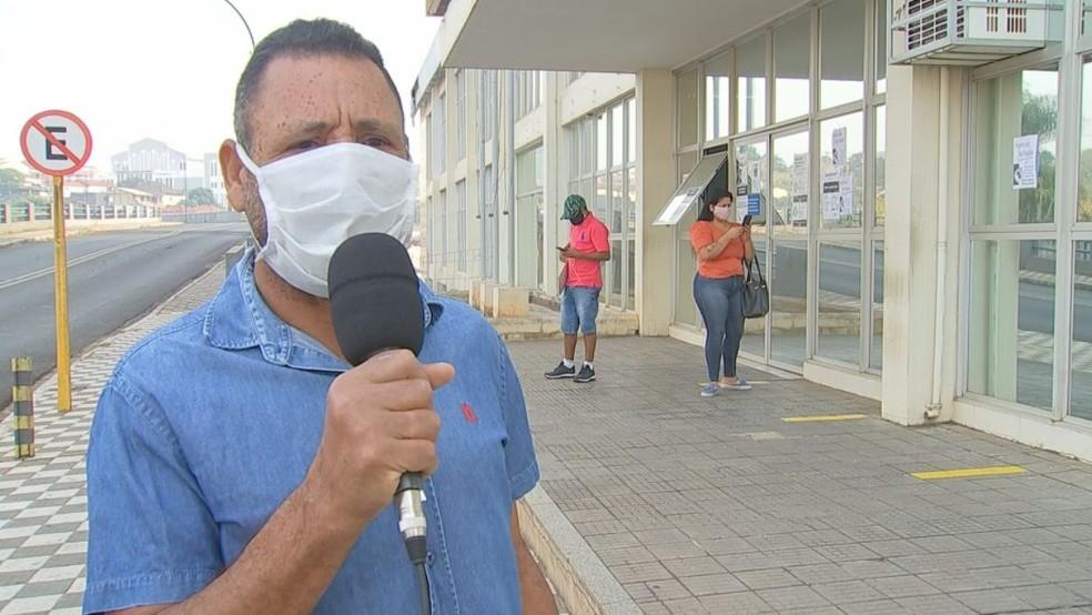 Alisson também tinha perícia agendada e encontrou a agência do INSS fechada em Bauru — Foto: TV TEM/Reprodução