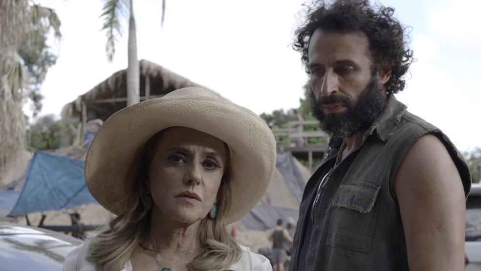 No particular, Sophia dá uma ordem a Rato: (Foto: TV Globo)