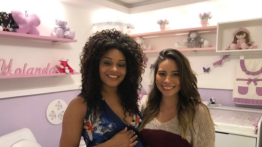 Na reta final da gravidez, Juliana Alves mostra o cantinho da filha e entrega: 'Tentando controlar a ansiedade'