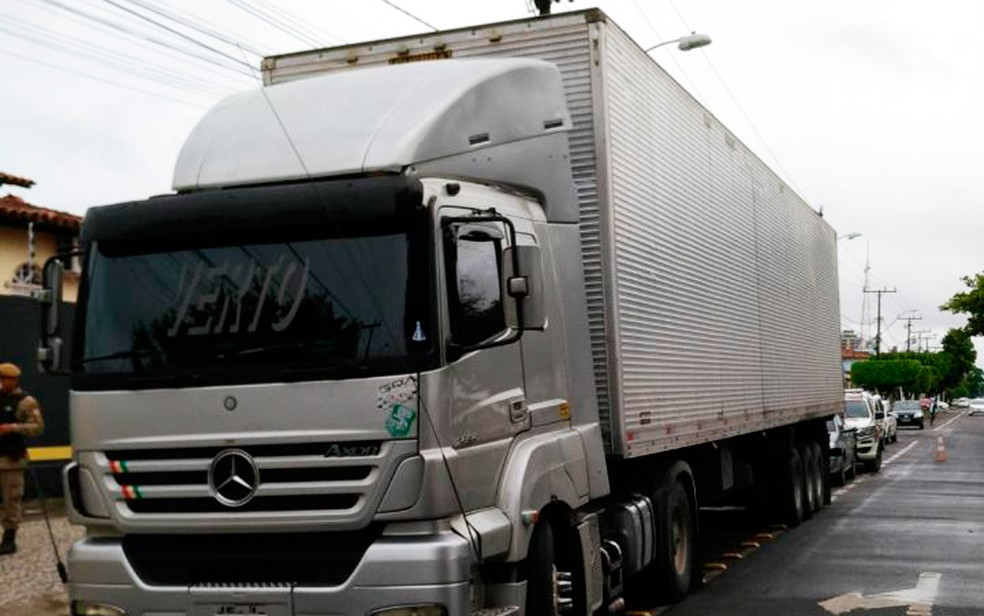 Motorista do caminhão confessou crime e foi preso (Foto: Diego Macedo/TV Subaé)