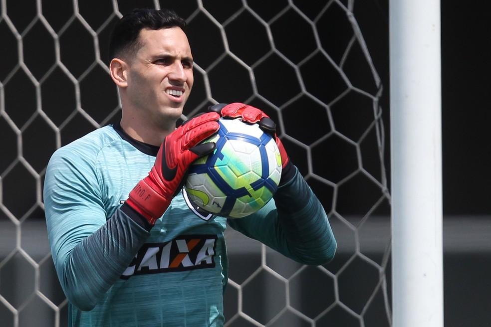 Gatito tenta voltar a jogar seis meses após lesão no punho — Foto: Vitor Silva/SSPress/Botafogo