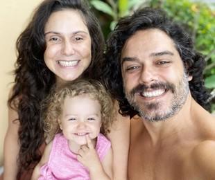 Aline Fanju com a filha e o marido | Reprodução