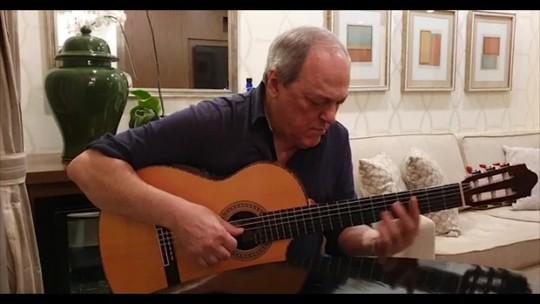 Toquinho grava vídeo em homenagem a João Gilberto
