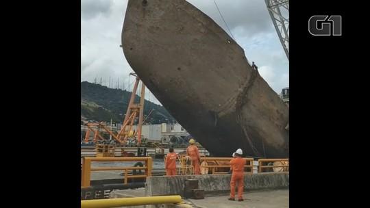 Draga naufragada há oito anos começa a ser retirada no Porto de Vitória, ES