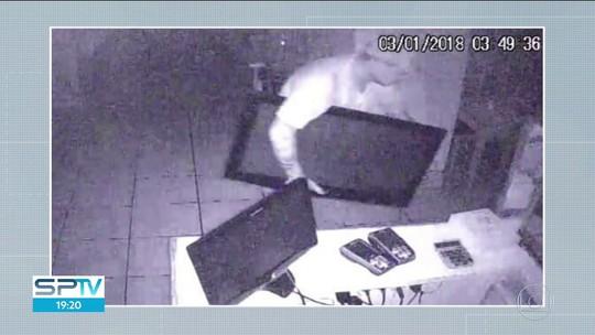 Restaurante é invadido três vezes em 24 horas na Grande SP; veja vídeo