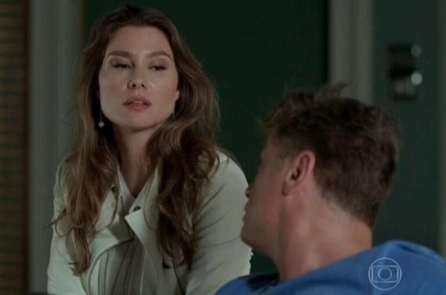 Na sexta-feira (18), Natasha (LaviniaVlasak) avisa a Arthur e Jojô (Giovana Rispoli) que não irá mais para Miami. (Foto: TV Globo)