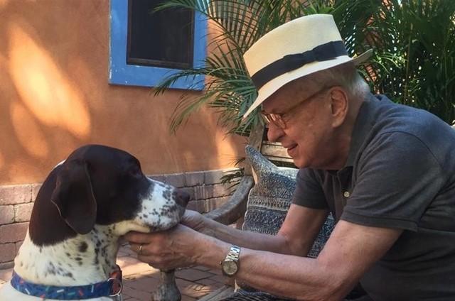 Renato Machado e o seu novo cachorro (Foto: Monica Morel)