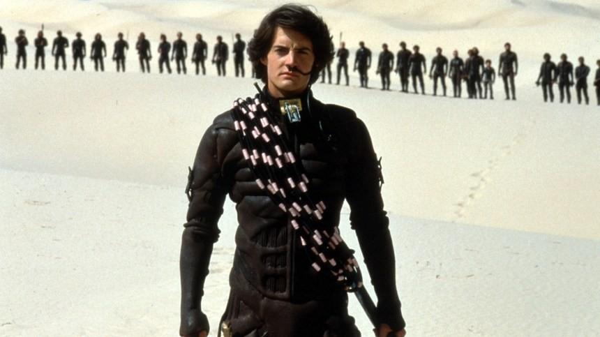 Duna de David Lynch, lançado em 1984 e, apesar da qualidade de seu diretor, um imenso fracasso (Foto: Reprodução/YouTube)