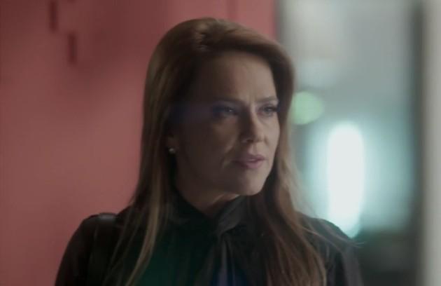 Na sexta (14), Lili (Vivianne Pasmanter) verá Sofia (Priscila Steinman), a filha que acredita estar morta, andando no Bairro de Fátima (Foto: Reprodução)