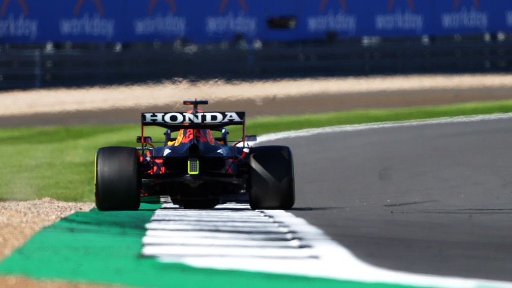 Max Verstappen superou os adversários desde a largada na Classificação Sprint em Silverstone — Foto: Bryn Lennon/F1 via Getty Images